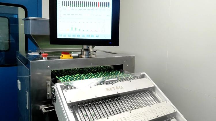 胶囊检重秤30万粒/小时称重现场